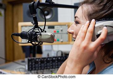 主人, 微笑, 收音机, 講話