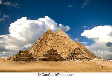 云霧, 金字塔