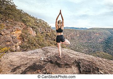 力量, 山, 女性, 平衡, 瑜伽, asana, 壁架, 懸崖