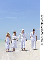 四, 步行, 或者, 家庭, 人們, 手, 二, 熱帶, 夫婦, 前輩, 藏品, 樂趣, 海灘, 有, 代