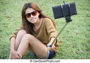 圖片, mobi, 自己, 電話, 拿, 相當, 微笑, 女孩, selfie, 聰明