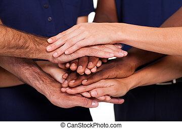 多種族, 一起, 手