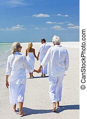 夫婦, 海灘, 二, 扣留手