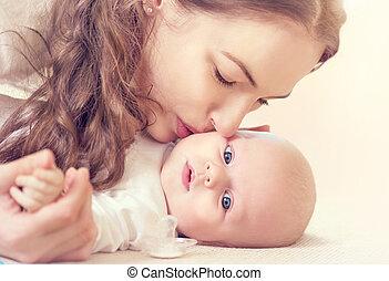 她, 新生, 母親, 嬰孩, 親吻, 愉快