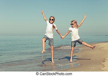 姐妹, 海灘, 二, 玩