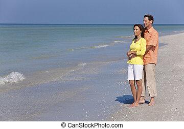 婦女, 愉快, 夫婦擁抱, 海灘, 空, 人