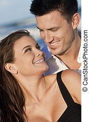 婦女, 浪漫的夫婦, 微笑高興, 海灘, 人