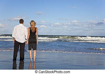 婦女, 浪漫的夫婦, 扣留手, 海灘, 人