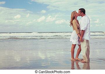 婦女, 浪漫的夫婦, 親吻, 海灘, 人