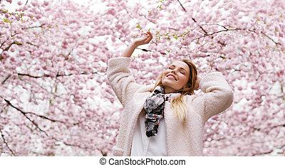 婦女, 花, 春天, 公園, 年輕, 空氣, 新鮮, 享用, 愉快
