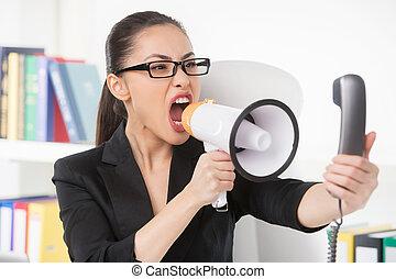 婦女, 電話, 從事工商業的女性, 憤怒, 年輕, 談話, 當時, 呼喊, megaphone., 擴音器