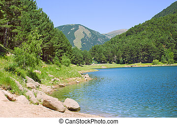 山湖, 夏天