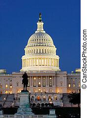 州議會大廈, 我們, 夜晚