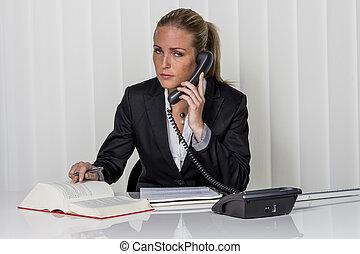 從事工商業的女性, 辦公室