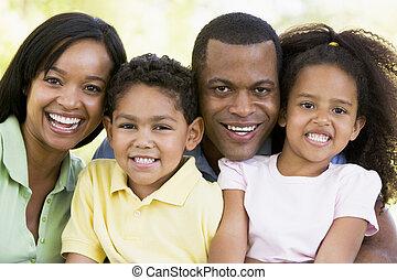微笑, 家庭, 在戶外