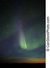 條紋, visible., 鮮艷, green-purple, 極光, 強大, however, horizon., 星, 很多, 階段, 結束, 仍然, 黃昏, 在上方, 顯示, enough.
