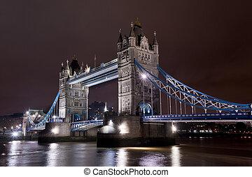 橋樑塔, 夜晚