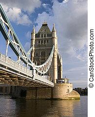 橋樑塔, 天, 多雲