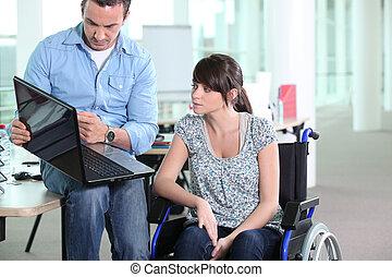 殘疾的女人, 同事, 年輕