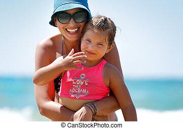 母親, 女儿, 海灘