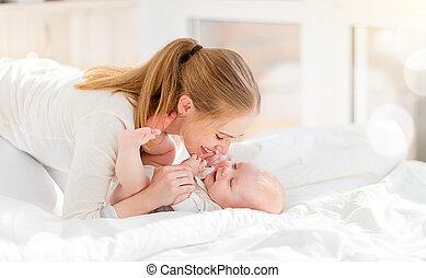 母親, 床, 嬰孩, 高興的家庭