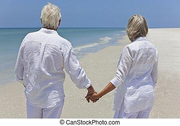 海, &, 夫婦, 看, 扣留手, 年長者, 海灘