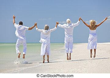 熱帶, 家庭, 人們, 手, 看法, 二, 四, 有, 夫婦, 前輩, 跳躍, 藏品, 樂趣, 慶祝, 海灘, 或者, 培養, 代