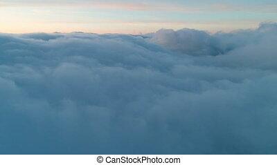 真正, 飛行, 在上方, 云霧, 黃昏