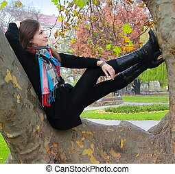 秋天, 放松的女人, 認為, 樹, 向上, 看, 顏色, 微笑