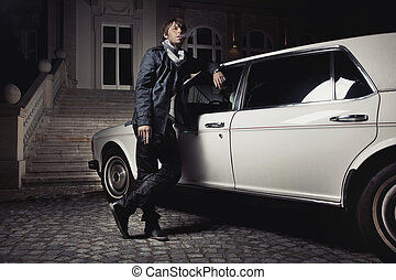 站立, 年輕, 其次, 人, 轎車, 漂亮
