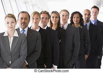 站立, 組, 辦公室空間, (high, key/depth, field), 同事, 微笑