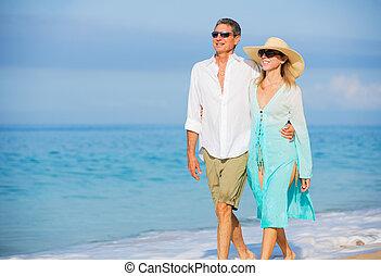 老年, 夫婦, 步行, 中間, 享用, 海灘