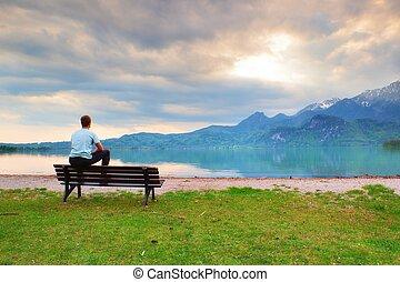 藍色的山, 老, 襯衫, 坐, 木制, 疲倦, 湖, 長凳, 成人, 海岸, 人