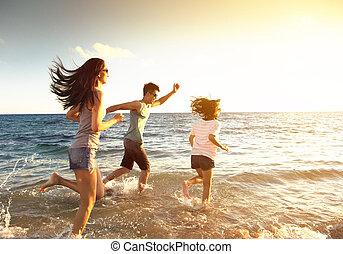 跑, 海灘, 家庭, 愉快