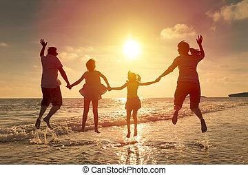 跳躍, 海灘, 一起, 家庭, 愉快
