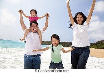 跳躍, 海灘, 亞洲 家庭, 愉快