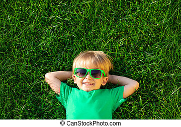 躺, 春天, 愉快, 綠色的草, 孩子