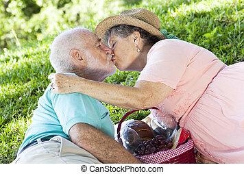 野餐, 接吻污蹟, 前輩
