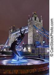 面對, 橋樑塔, 雕像, 夜晚