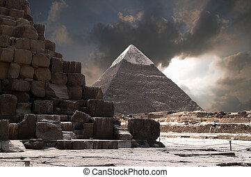 風暴, 金字塔