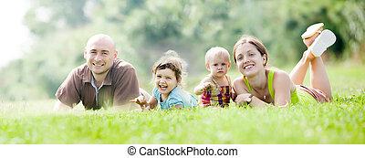 高興的家庭, 四
