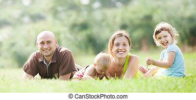 高興的家庭, 夏天, 四